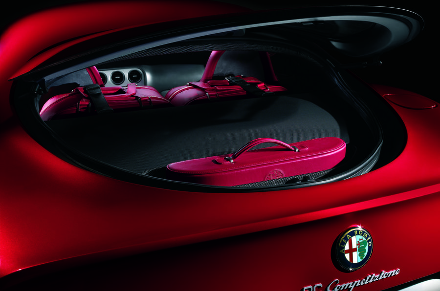 alfa-romeo-8c-boot-space